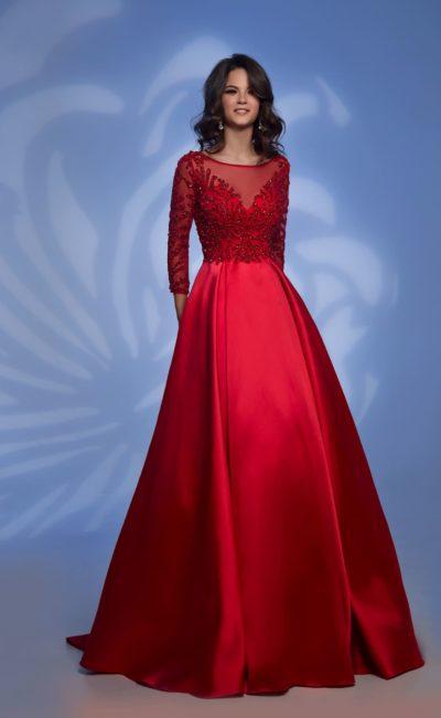 Красное закрытое платье с рукавом