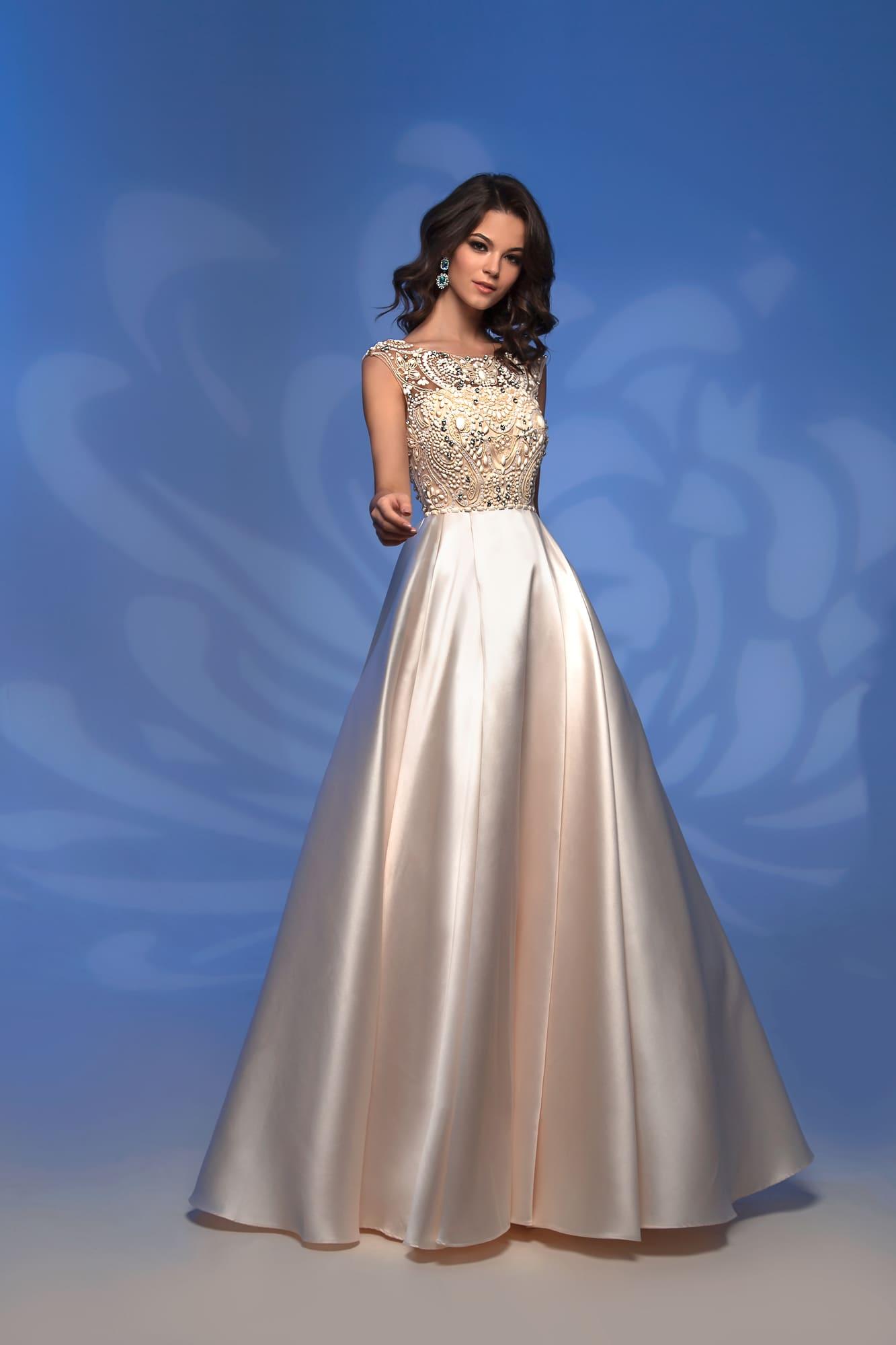 964a62cf734701b Вечернее платье цвета слоновой кости с вышивкой по лифу и юбкой в пол.