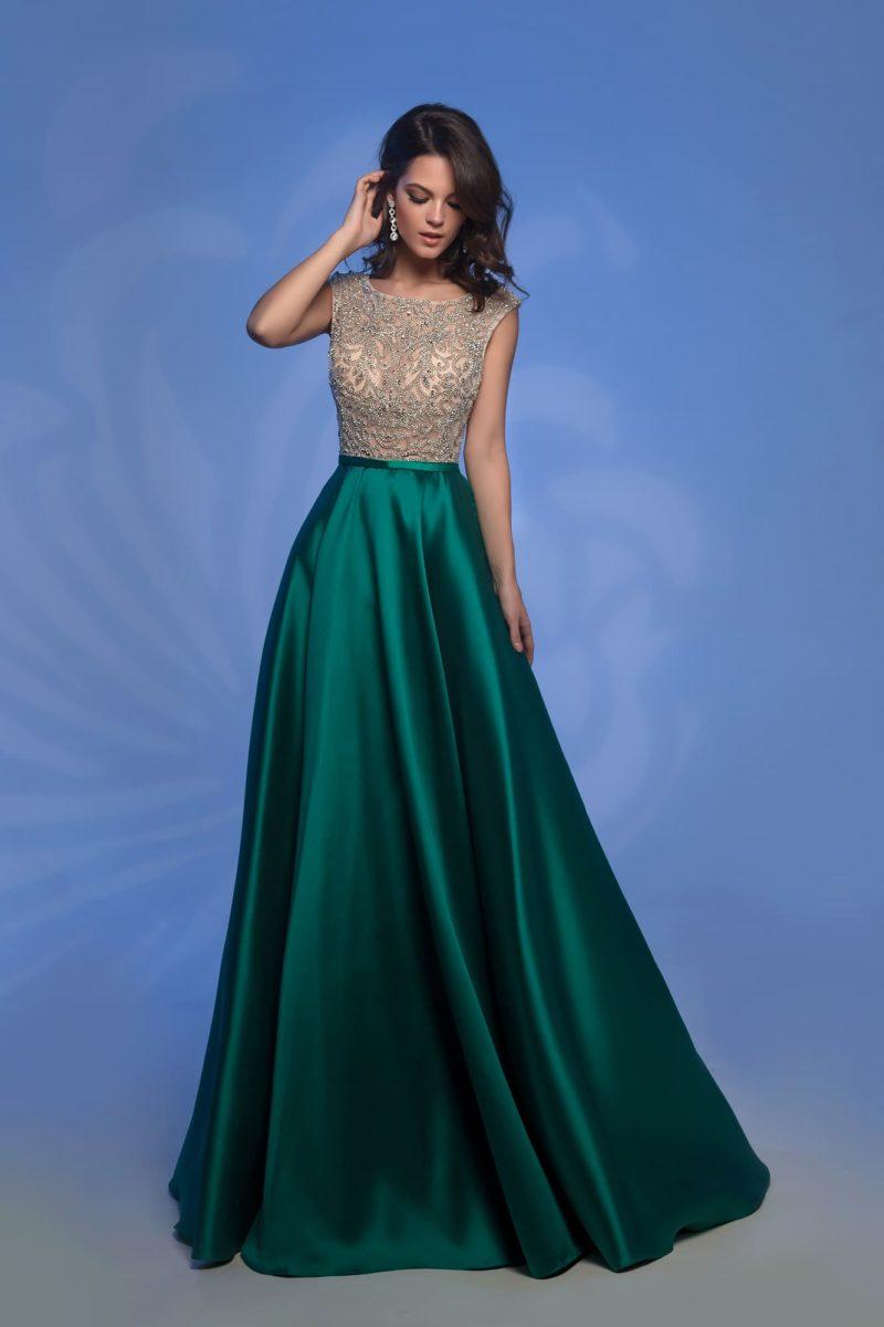 Изумрудное вечернее платье с бежевым лифом с вышивкой.