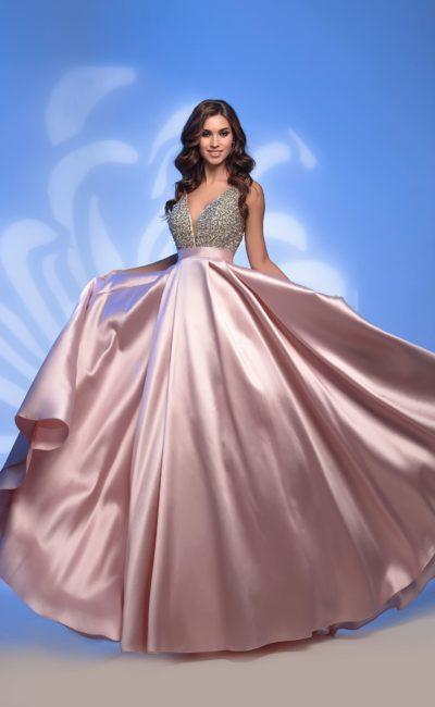 Платье с сияющей розовой юбкой