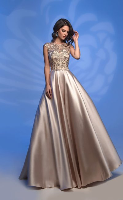 Атласное вечернее платье золотистого цвета, с кружевным лифом.