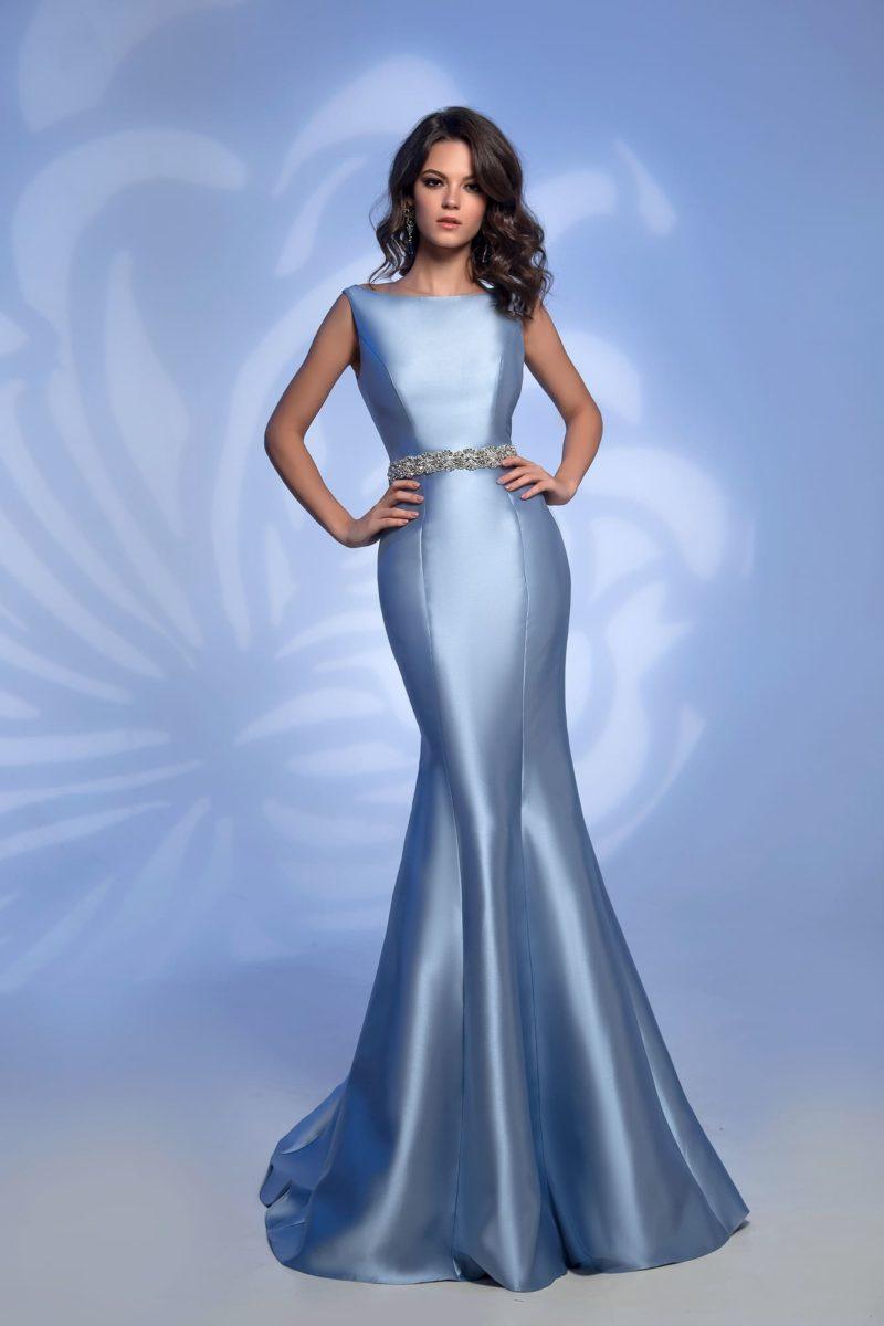 Атласное голубое платье