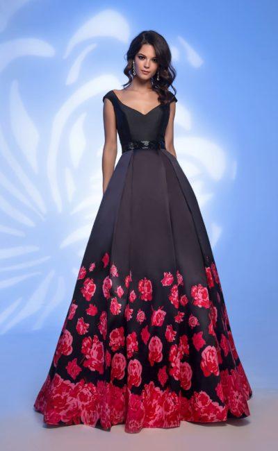 Черное длинное платье с цветами