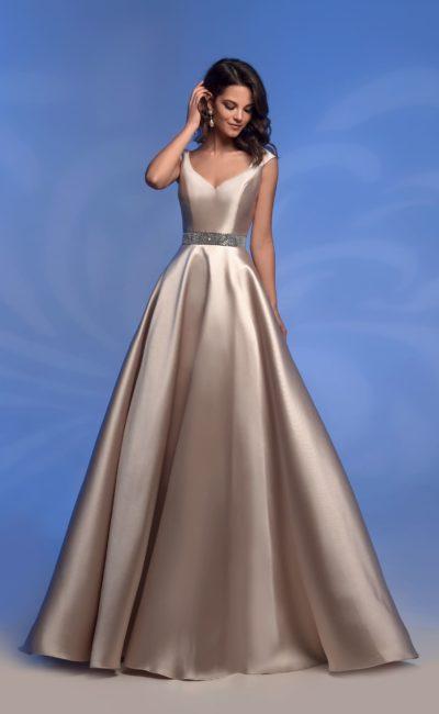 Атласное платье цвета шампанского