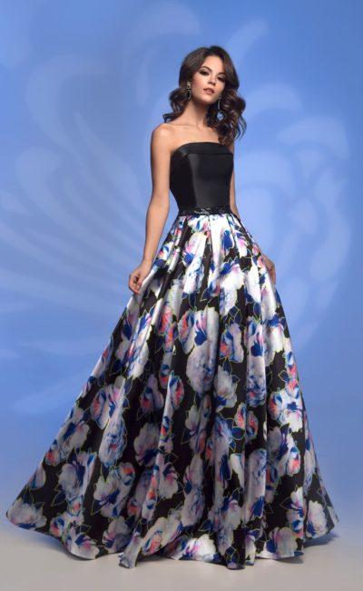 Платье с черным корсетом