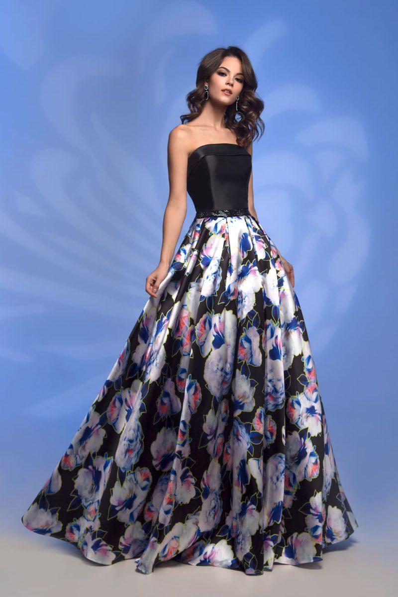Вечернее платье с черным корсетом и цветной юбкой.