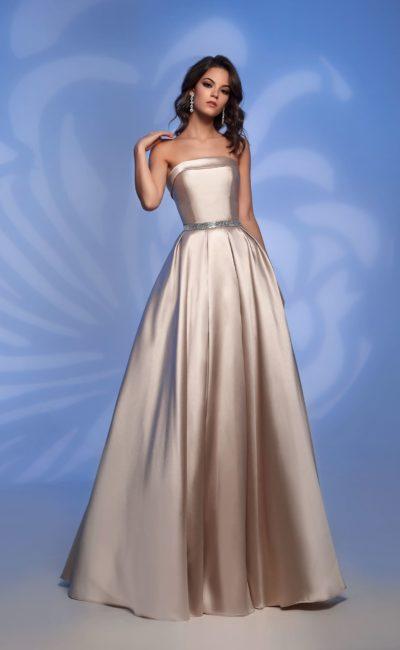 Платье оттенка шампанского