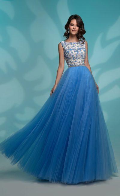 Вечернее платье с голубой юбкой