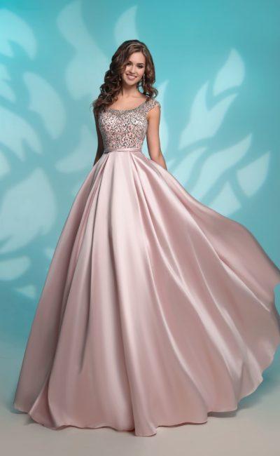 Розовое атласное платье