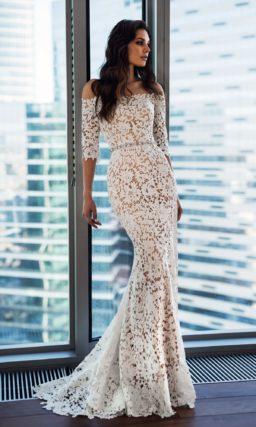 Кружевное свадебное платье «русалка» с портретным декольте.