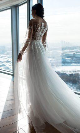 Воздушное свадебное платье с лифом с иллюзией полупрозрачности.