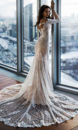 Свадебное платье «рыбка» с длинным кружевным рукавом и шлейфом.