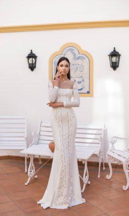 Свадебное платье «рыбка» с прямым вырезом и длинным рукавом.