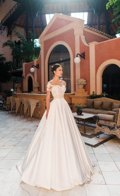 Свадебное платье с юбкой из атласа