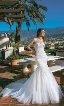 Романтичное свадебное платье «рыбка» с пышным низом подола.