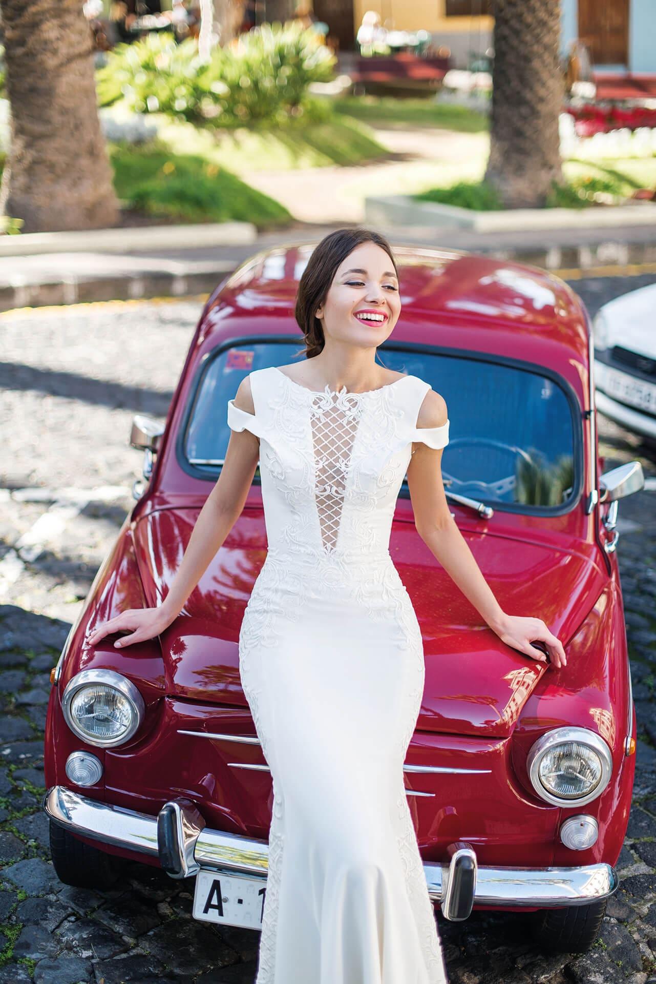 Свадебное платье «русалка» с квадратным декольте сзади.