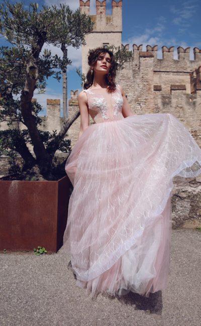Розовое легкое свадебное платье