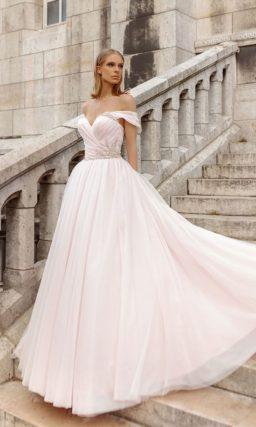 Розовое пышное свадебное платье с лифом «сердечком».