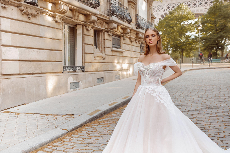 Воздушное свадебное платье с невероятно роскошным шлейфом.
