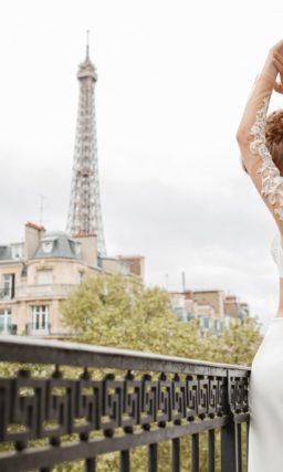Изысканный свадебный брючный костюм с жакетом с воротником-стойкой.