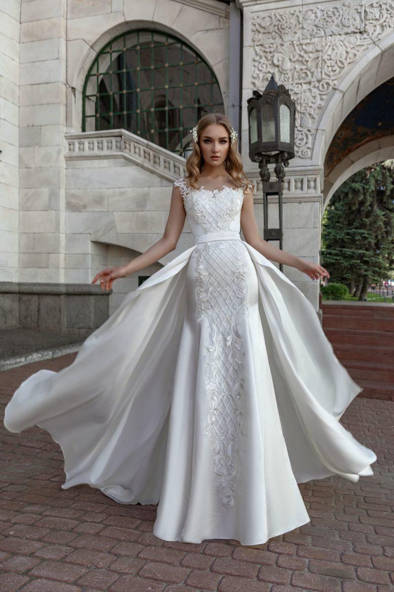 Атласное свадебное платье «рыбка» со съемной верхней юбкой.