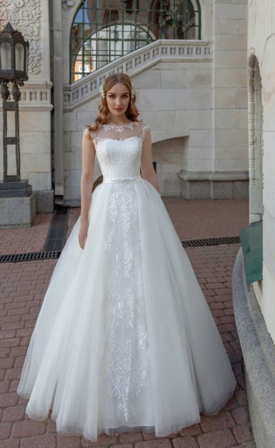 Стильное пышное свадебное платье