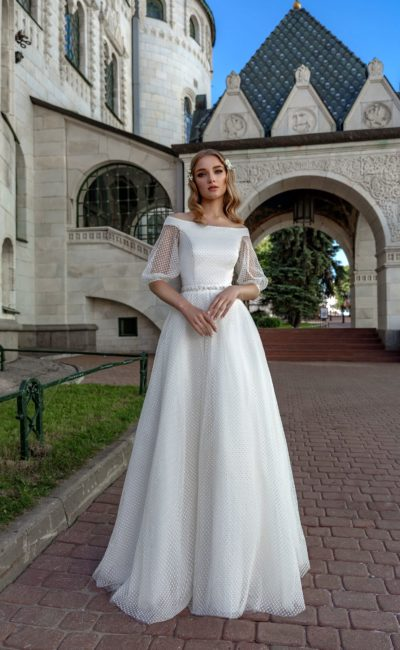 Красивое платье с широким рукавом