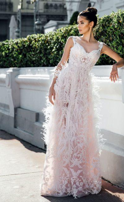Свадебное розовое платье с перьями