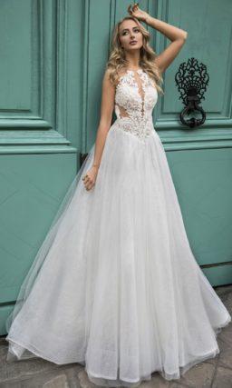 Чарующее свадебное платье с вырезами на линии талии.