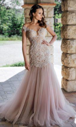 Свадебное платье «рыбка» с шикарным кружевным декором по верху.