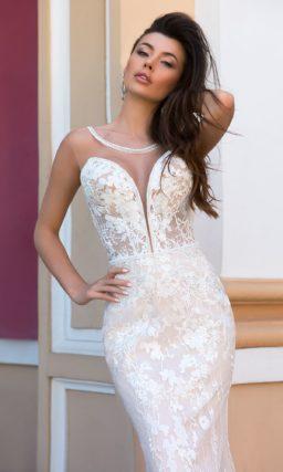 свадебное платье со шлейфом и глубоким декольте