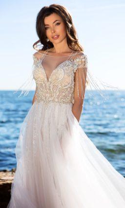 свадебное платье с богатой отделкой корсета