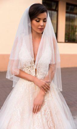 женственное свадебное платье с приталенным силуэтом