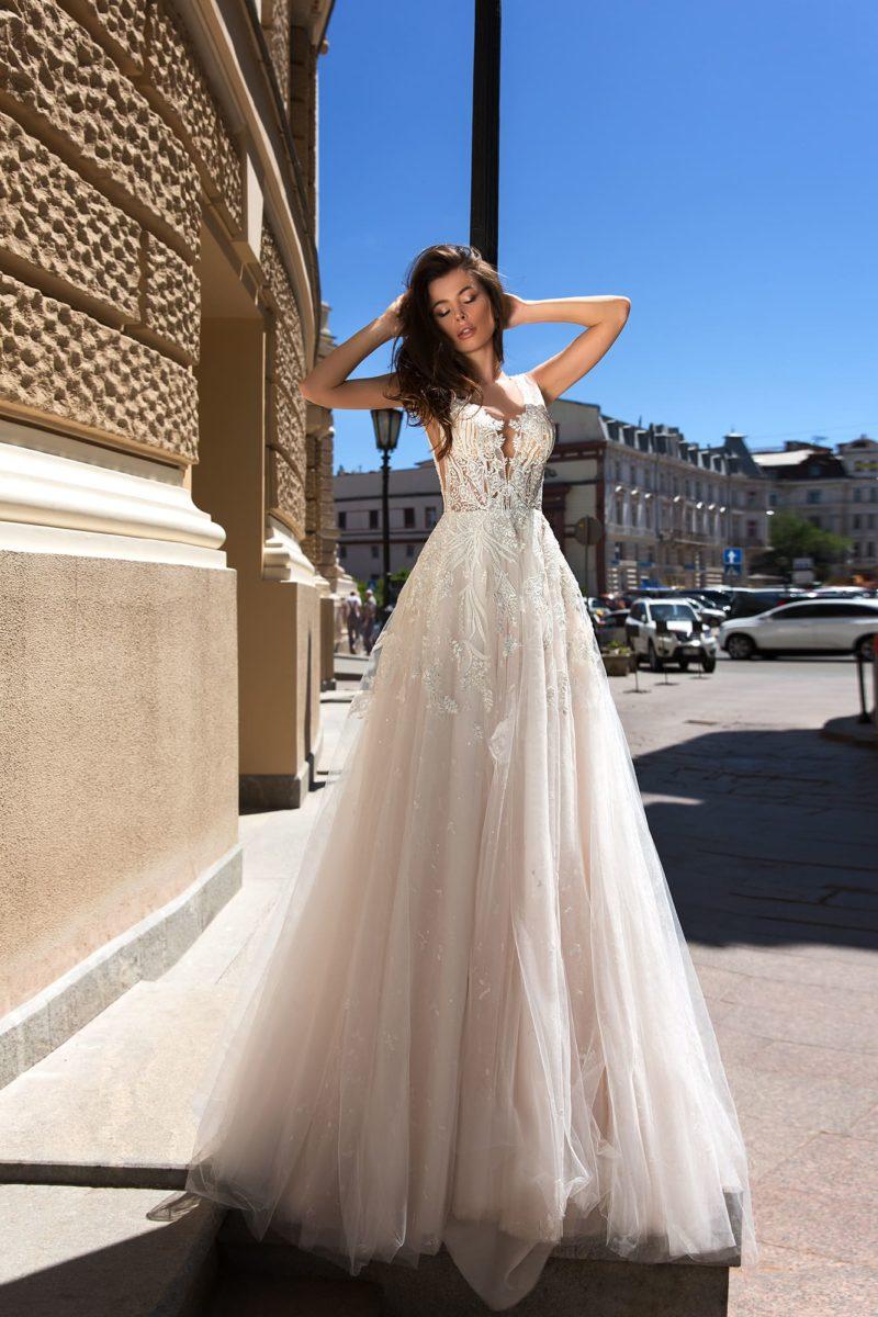 свадебное платье с ажурным кружевным корсетом