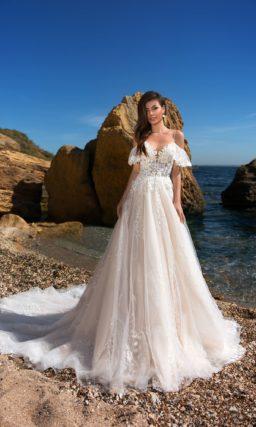 свадебное платье со спущенными бретелями
