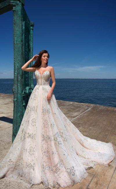 свадебное платье с великолепным шлейфом