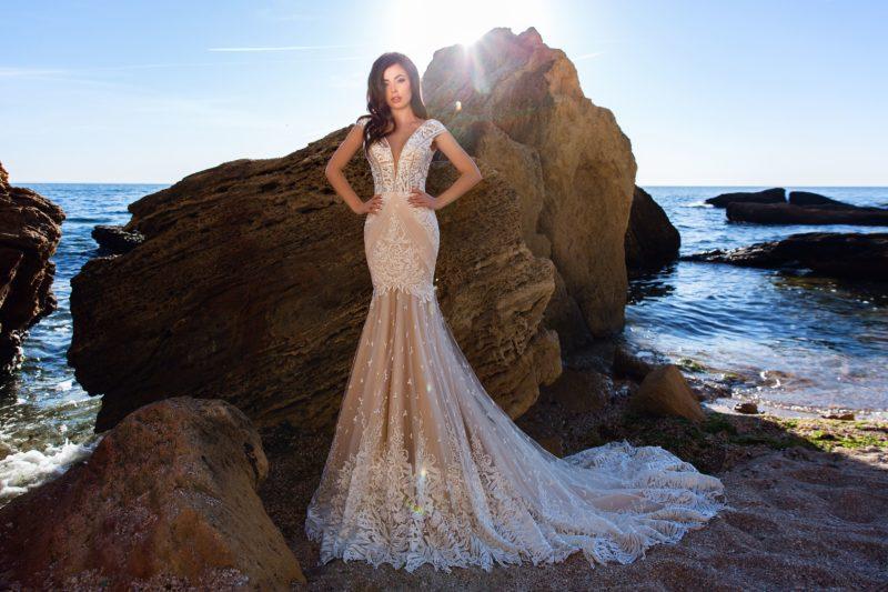 Эксклюзивное свадебное платье бежевого оттенка
