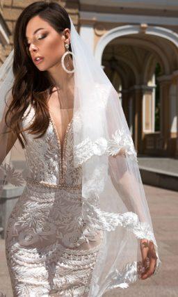 Кружевное свадебное платье со шлейфом «русалка».