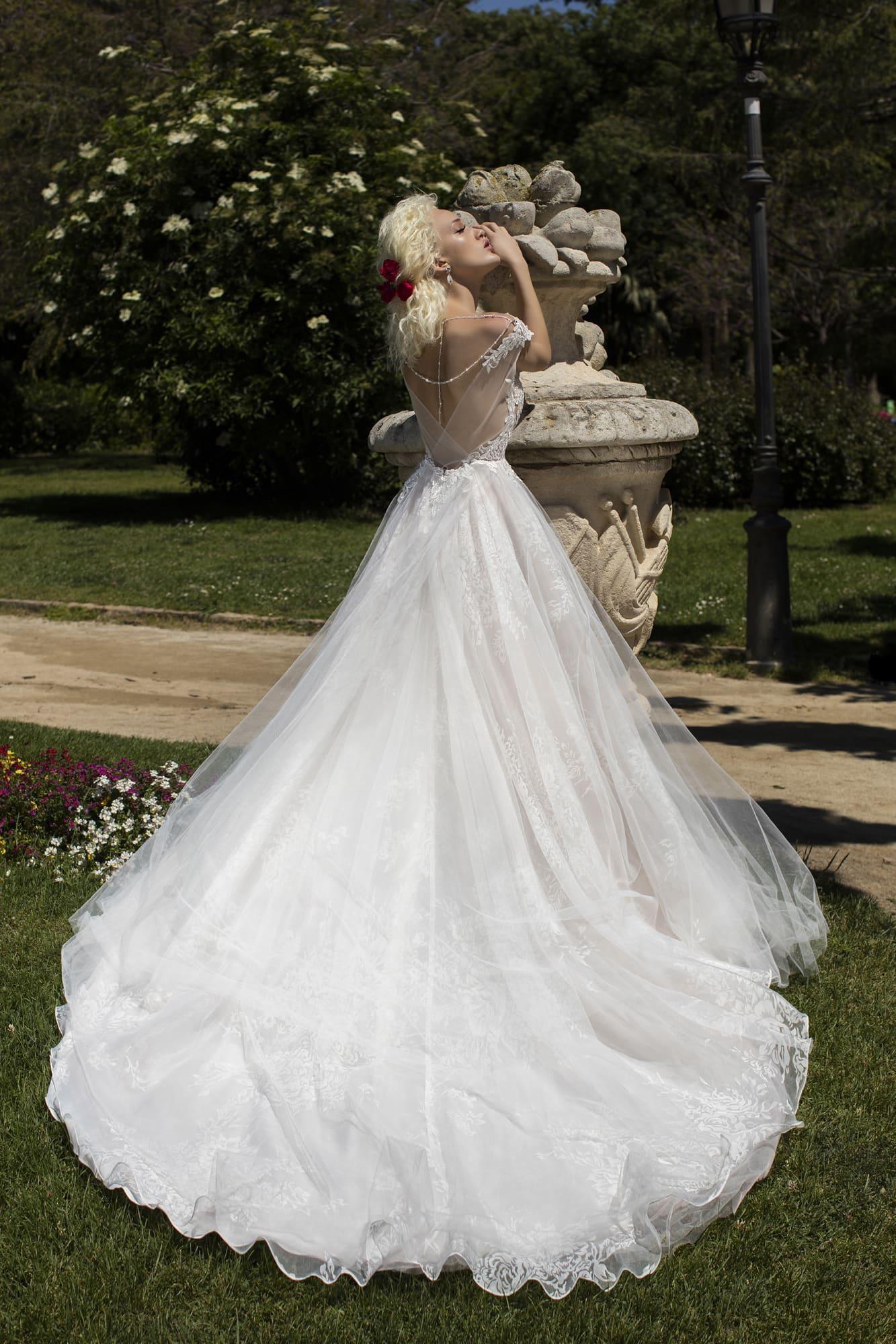 Свадебное платье со слегка завышенной талией