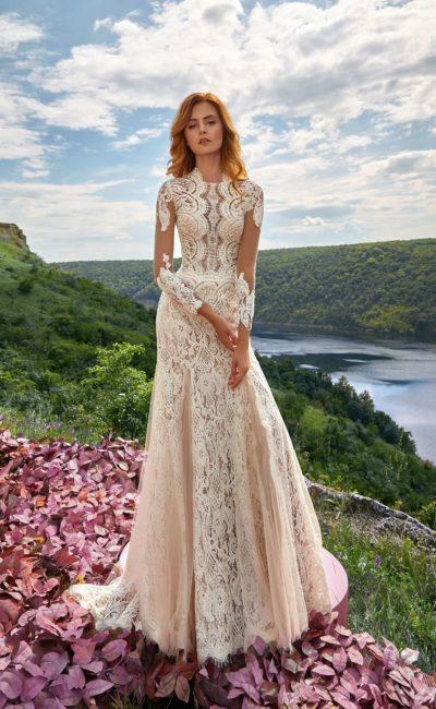 Кружевное свадебное платье с рукавом