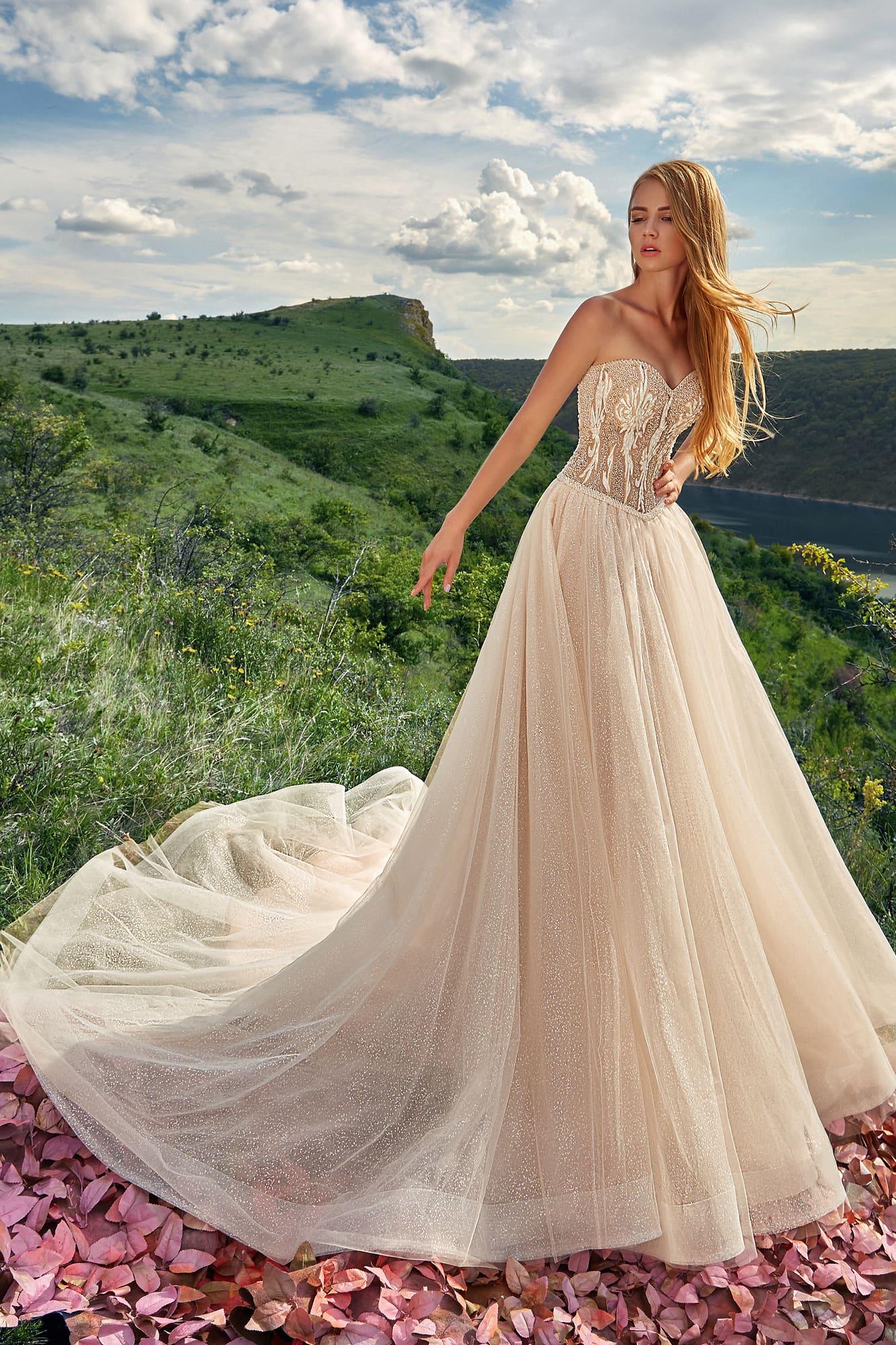 Пышное свадебное платье с облегающим лифом