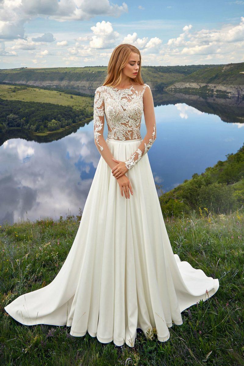 Асимметричное платье цвета айвори с длинными рукавами