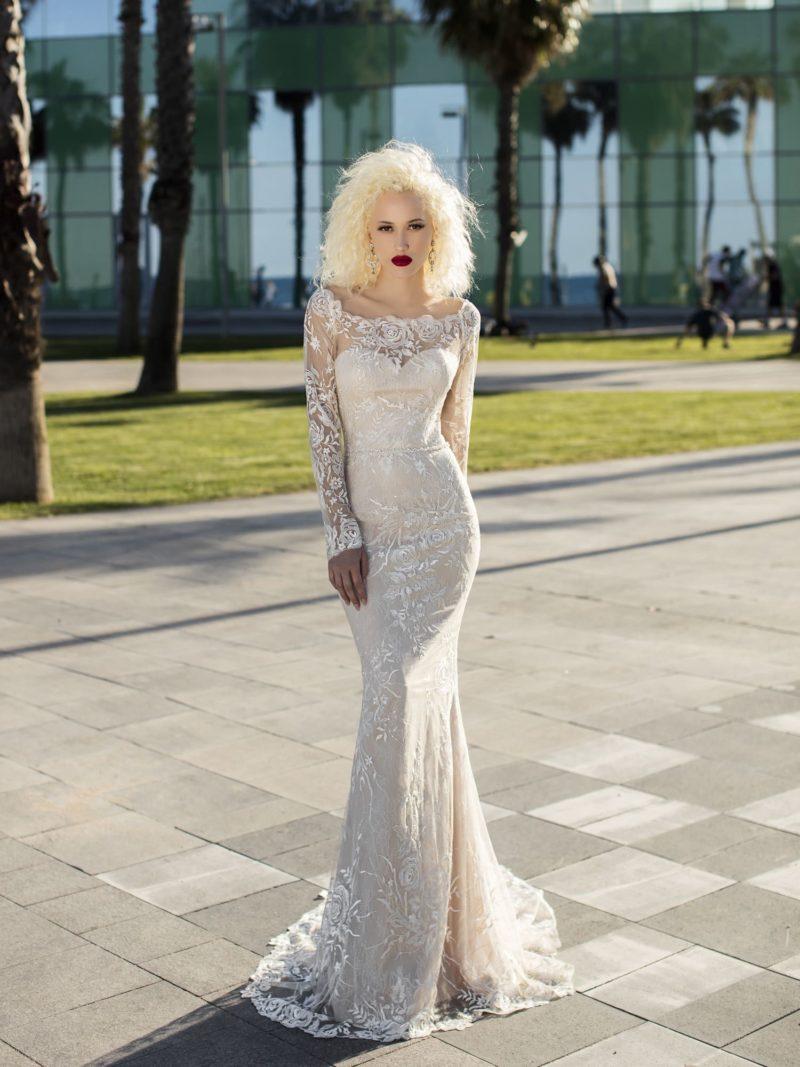 Дерзкое облегающее свадебное платье на чехле силуэта русалка со шлейфом и длинными рукавами