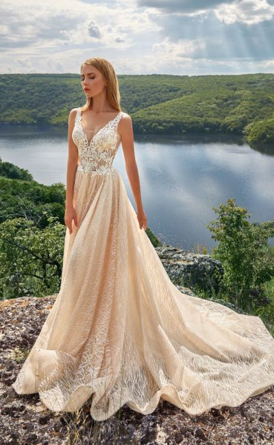 Летнее свадебное платье цвета шампань