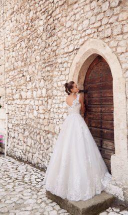 Элегантное и женственное свадебное платье