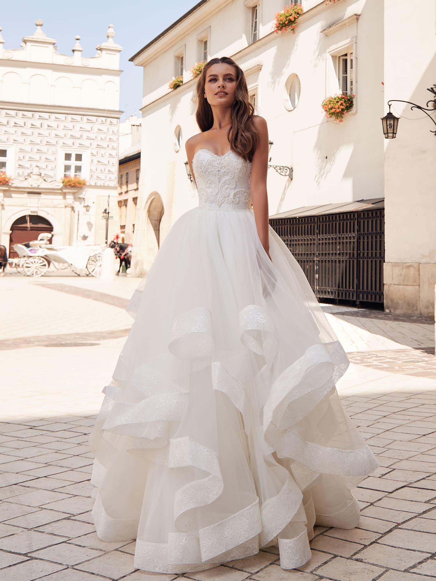 7ffbc277c Пышное свадебное платье с воланами Ariamo Margaret. Купить свадебное ...