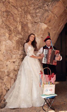 свадебное платье А-силуэта с длинными рукавами