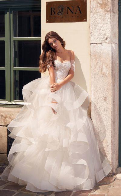 Свадебное пышное платье с воланами