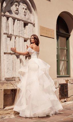 свадебное платье-бюстье с пышной юбкой