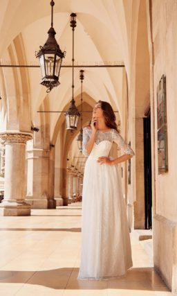 Закрытое кружевное свадебное платье с рукавами